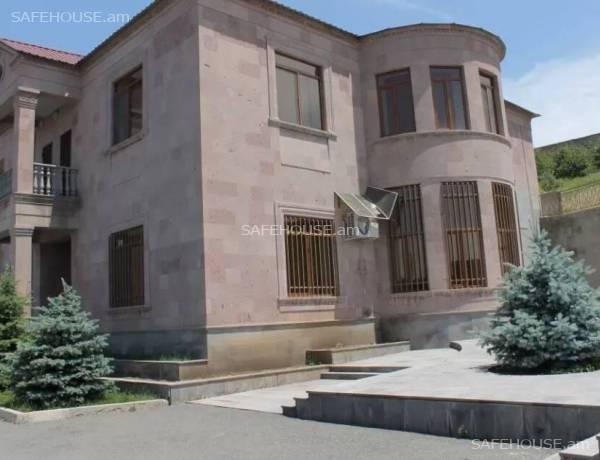 arandznatun-vacharq-Yerevan-Nor-Norq